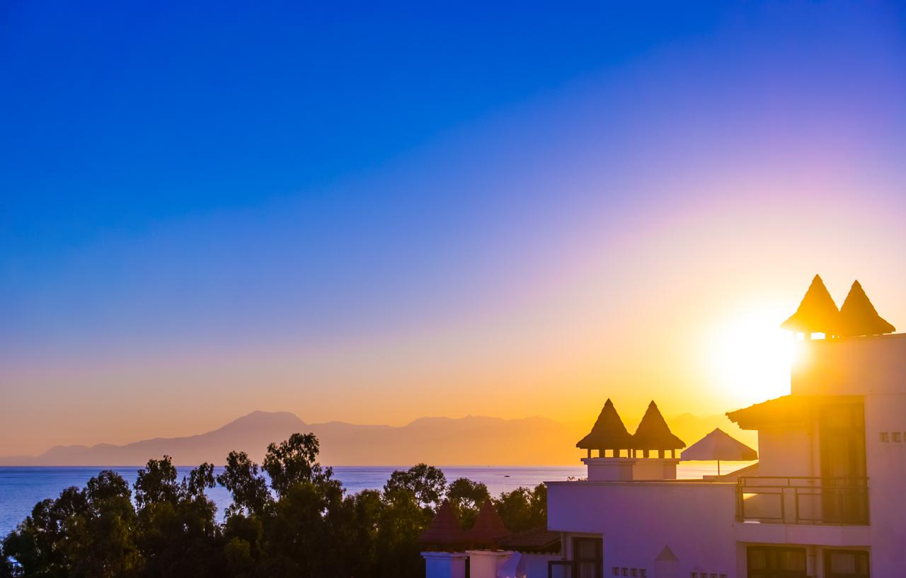 Beautiful-sunset-over-mountains-at-seaside(1280).jpg
