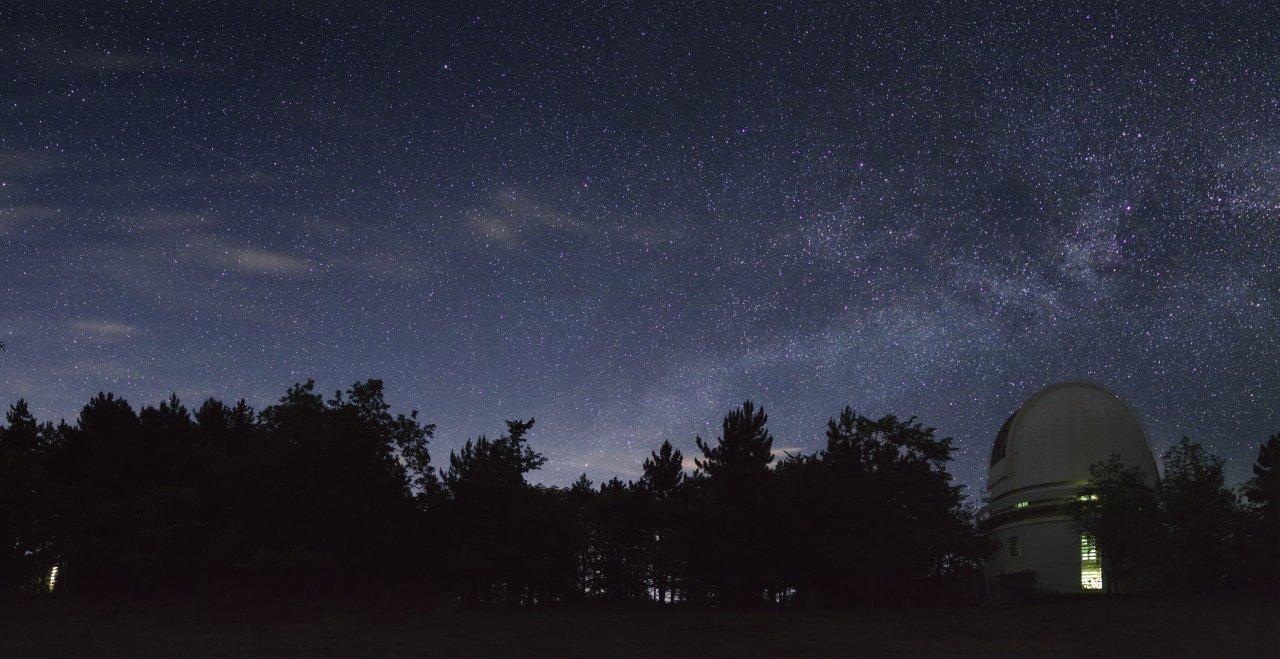 Star above Crimean observatory_Pano.jpg