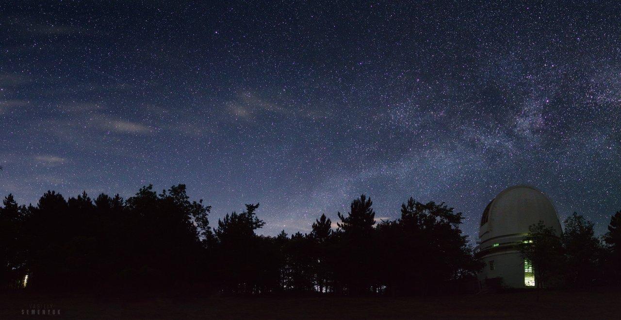 Star above Crimean observatory_Pano web.jpg