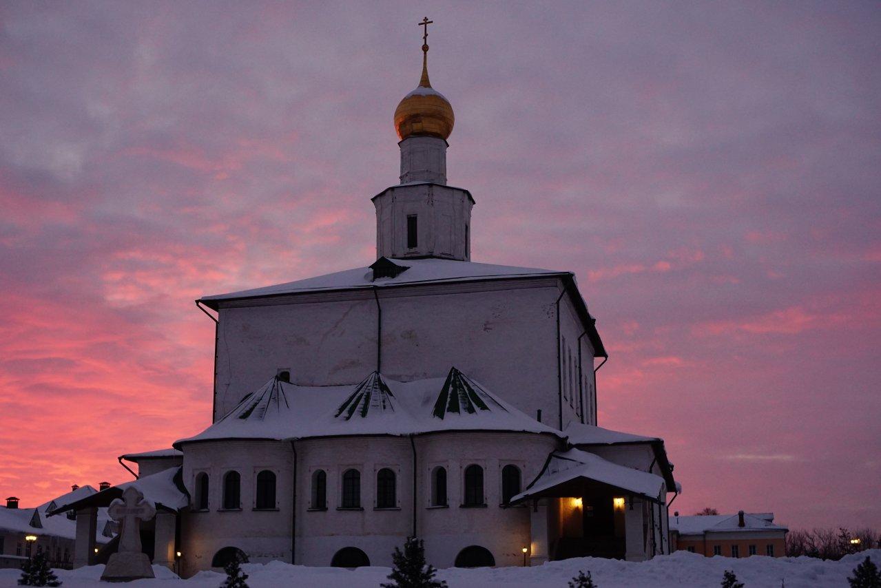 Староголутв. монастырь.jpg